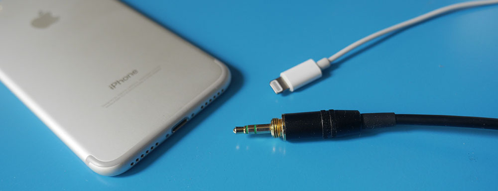 iphone lightning headphone splitter with headphone jack